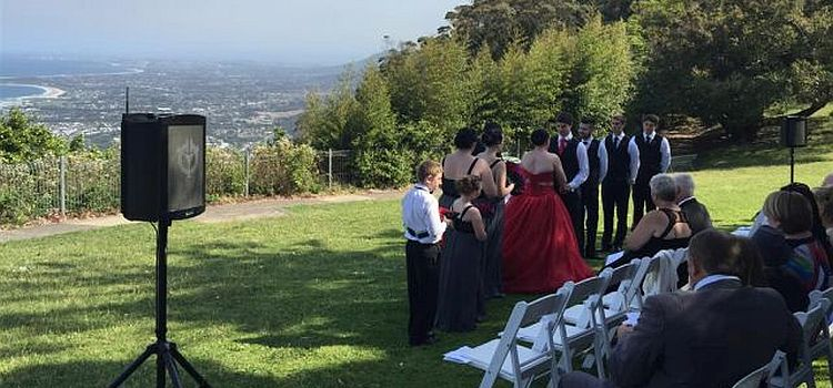 Outdoor wedding with Chiayo wireless linked speakers.