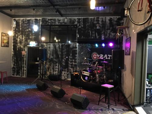 Gyrate band at the Grand Central Hotel, Lithgow with Bose F1 speakers, RCF foldbacks & Soundcraft UI24r mixer.